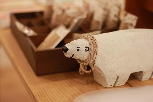 Figurita de madera de oso polar de Shunsuke Satake