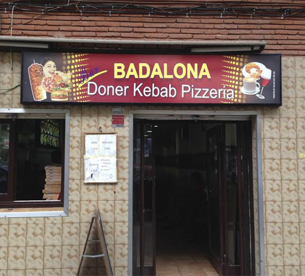 Kebab, cruasanes y chicas sonrientes