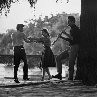 Pareja bailando a las orillas del Sena (Paul Almàsy)