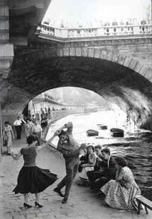 Pareja bailando a orillas del Sena (Paul Almàsy)